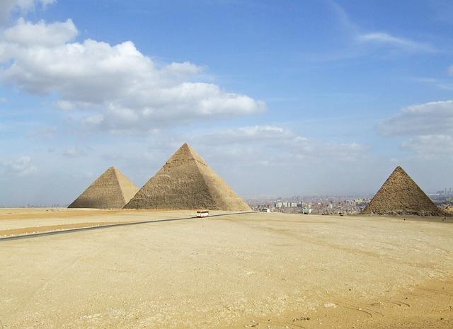 egipt piramidy miasto
