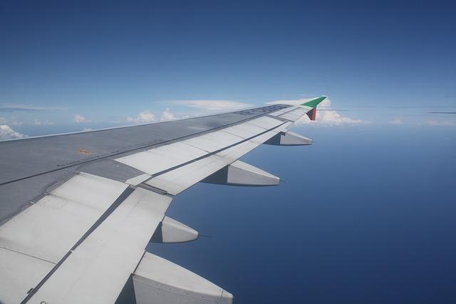 samolot skrzydlo niebo