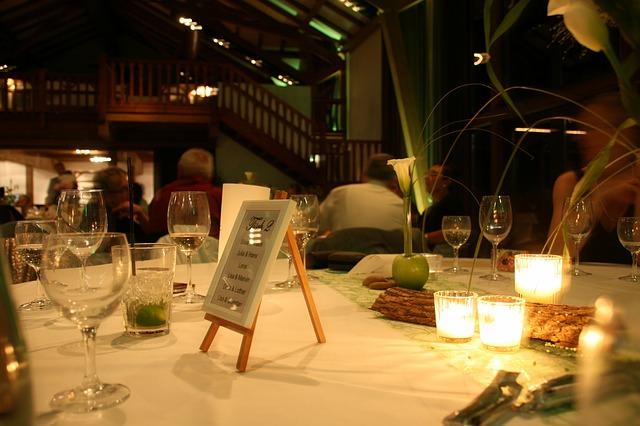 stolik w restauracji